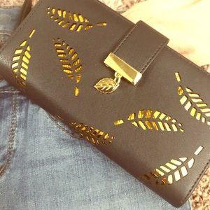 NWT Gold Leaf Snap Card Wallet Clutch Accessory